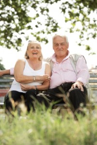 Elderly Couple Sitting on a Park Bench - Home Care Resources - Helpful Senior Resources about Senior Health News, Memory Care & Other Senior Health Concerns